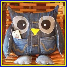 DIY owl pillow ide from old jeans! Jean Crafts, Denim Crafts, Fabric Crafts, Sewing Crafts, Artisanats Denim, Craft Projects, Sewing Projects, Denim Ideas, Owl Crafts