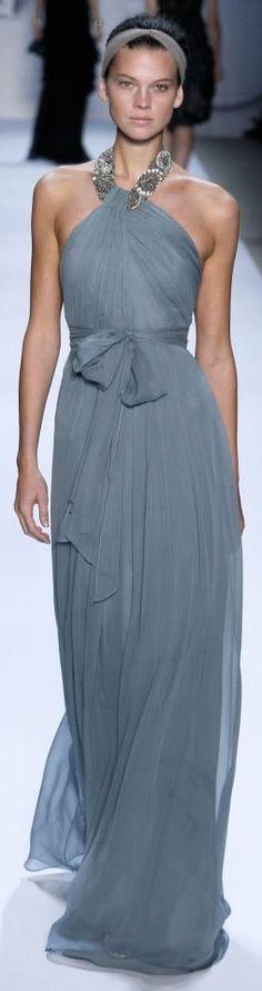 Vestido precioso y elegante de Monique Lhullier, no os lo pongáis si sois blanquitas, error!
