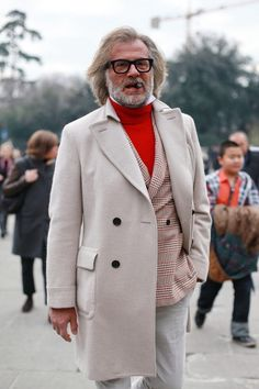 Off white overcoat with plaid sportscoat & red turtleneck sweater Old Man Fashion, Mens Fashion, Turtleneck Suit, Business Attire, Fashion Killa, Dress To Impress, Menswear, Turtle Neck, Suits