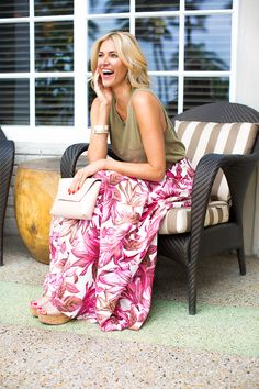 Spring outfit idea - a floral maxi skirt is the ultimate statement piece for spring. Click through for more on how to style a maxi skirt.