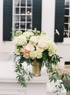 Gorgeous blooms: http://www.stylemepretty.com/2015/02/16/traditional-charleston-plantation-wedding/ | Photography: Virgil Bunao - http://virgilbunao.com/