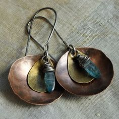 Metal Jewelry Handmade Hammered Copper Disc with kyanite Drop Earrings Copper Jewelry, Wire Jewelry, Jewelry Crafts, Jewelry Art, Beaded Jewelry, Jewelery, Jewelry Design, Jewelry Accessories, Mixed Metal Jewelry