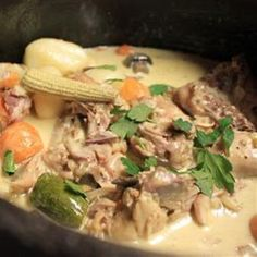 Tuck into this creamy chicken potjie, packed with flavour. Braai Recipes, Oven Recipes, Spicy Recipes, My Recipes, Cooking Recipes, Recipies, Curry Recipes, Tripe Recipes, South African Dishes