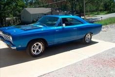 1968 Roadrunner I need to drive this or my future boyfriend does!  #inlovewitholdmusclecars