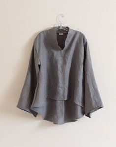Linen top This is a little loose, but I bet it could look nice once it is paired with the right slacks and jewelry. Linen Tunic, Linen Blouse, Mode Style, Style Me, Look 2018, Casual Wear, Clothes For Women, Stylish, Trending Outfits