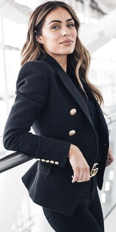 #winter #fashion / Black Blazer + Black Skinny Jeans