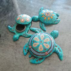 Three Faux Turquoise Sea Turtle Boxes by Deb Hart Polymer Clay Animals, Polymer Clay Canes, Polymer Clay Projects, Diy Clay, Polymer Clay Jewelry, Clay Crafts, Polymer Clay Turtle, Ceramic Turtle, Turtle Figurines
