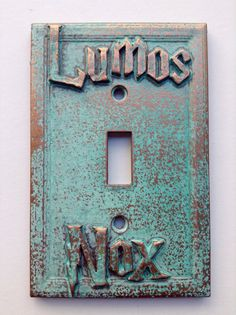 Lumos/Nox Harry Potter - Light Switch Cover - Aged Copper/Patina or Stone Objet Harry Potter, Harry Potter Decor, Harry Potter Fandom, Harry Potter World, Harry Potter Library, Hogwarts, Slytherin, Harry Potter Light, Lumos Nox