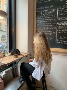 My Hairstyle, Pretty Hairstyles, Estilo Gigi Hadid, Blonde Hair Looks, Aesthetic Hair, Aesthetic Coffee, How To Pose, Grunge Hair, Dream Hair