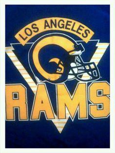 Ram horns on football helmut Nfl Football Teams, Football Helmets, Sports Teams, Sports Logo, La Rams Shirt, Nfc West, Nfl Los Angeles, St Louis Rams, Football Conference