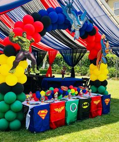 Superhero kids table by balloon provide by Hulk Birthday, Avengers Birthday, Superhero Birthday Party, Birthday Cake, Birthday Party Tables, 4th Birthday Parties, Birthday Party Decorations, Party Themes, Spy Party