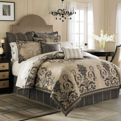 love it. if i find it. i will buy it. anybody know where this bed set is?? pillows and all!!