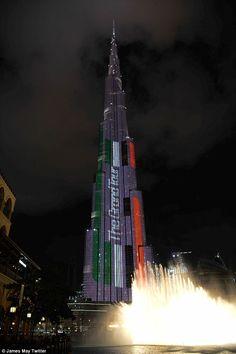 Filmando o final da série um em Dubai no fim de semana, o marco mundialmente famoso desempenhado um papel na chamada cortina espetacular - com o edifício que está sendo usado como um outdoor gigante