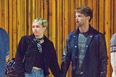 Miley Cyrus e Patrick Schwarzenegger vão ao primeiro evento juntos - http://metropolitanafm.uol.com.br/novidades/famosos/miley-cyrus-e-patrick-schwarzenegger-vao-ao-primeiro-evento-juntos