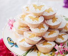 Tee sitruunakakku muffinivuokiin | Makea leivonta | Kodin Kuvalehti Mini Cupcakes, Goodies, Desserts, Food, Kite, Sweet Like Candy, Treats, Meal, Gummi Candy