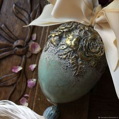 Christmas Ornaments To Make, Christmas Balls, Christmas Decorations, Easter Egg Crafts, Easter Eggs, Iron Orchid Designs, Egg Art, Victorian Christmas, Egg Decorating