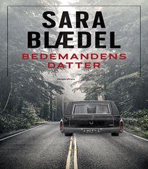"""Bedemandens datter af Sara Blædel er den første bestseller og kriminalbog i den nye triologi om """"Ilka"""", som hvirvles indi et væld af mystik og uforudsete hændelser efter hendes fars død. Klik på fotoet og læs mere om bogen."""