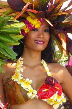 Perfection personified in the Tahitian. Polynesian Girls, Polynesian Dance, Polynesian Culture, Hawaiian Goddess, Hawaiian Woman, Columbian Girls, Tahitian Costumes, Tahitian Dance, Native American Teepee