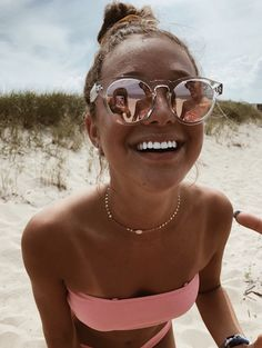 How to Take Good Beach Photos Cute Beach Pictures, Cute Photos, Lake Pictures, Cruise Pictures, Vacation Pictures, Shotting Photo, Best Self Tanner, Beach Poses, Beach Picture Poses