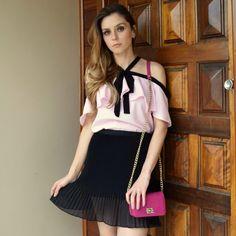 blusa-rosa-gola-laco-laço-ombro-a-ombro-babado-linda-moda-tendencia-comprar