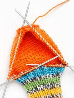 Villasukan kantapää – kolme ohjetta | Yhteishyvä Knitting Patterns, Crochet Patterns, Handicraft, Crochet Bikini, Sewing Crafts, Winter Hats, Colours, Handmade, Diy