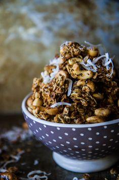 Tropical Granola with Coconut, cashews and macadamia nuts (gluten free and vegan) - Heather Christo Breakfast Cookies, Breakfast Recipes, Breakfast Cereal, Breakfast Bars, Allergy Free Recipes, Gluten Free Snacks, Sugar Bread, Healthy Treats, Healthy Recipes