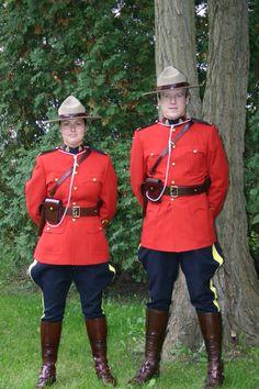 Uniform of the Royal Canadian Mounted Police / Uniforme de la gendarmerie royale du Canada
