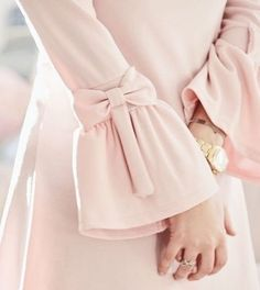 Pink bows on sleeves Kurti Sleeves Design, Sleeves Designs For Dresses, Sleeve Designs, Blouse Designs, Abaya Fashion, Muslim Fashion, Fashion Dresses, Estilo Abaya, Abaya Mode