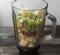 How to Buy the Right Blender - : Thinkstock http://www.fitbie.com/eat-right/how-choose-right-blender?ocid=nlxer