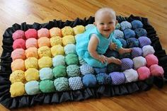 Aprenda a fazer passo a passo um colchão super confortável para o bebê. Fica lindo e colorido.