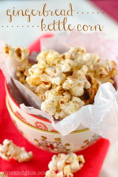 Gingerbread Kettle Corn | www.wineandglue.com | Delicious kettle corn flavored with gingerbread and drizzled with white chocolate