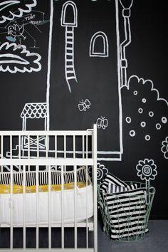 MEILLÄ KOTONA SUOSITTELEE  Liitutauluseinä White Nursery, Creative Walls, Scandinavian Style, Baby Room, Chalkboard Walls, Baby Kids, Black And White, Children, Inspiration