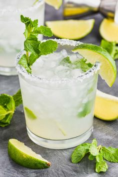 mint drink This Mojito Margarita is the perfect combination of two of your favorite cocktails! The perfect balance of mint, lime and tequila. Mint Margarita, Best Margarita Recipe, Margarita Recipes, Tequila Mojito Recipe, Tequila Drinks, Cocktail Drinks, Alcoholic Drinks, Mix Drinks, Bourbon Drinks
