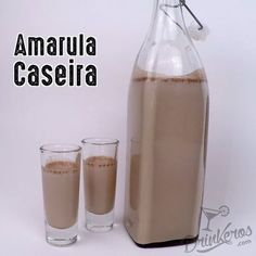 Amarula Caseira Liquidificador: 1 caixa de Creme de Leite sem o soro Meio copo d. Bar Drinks, Cocktail Drinks, Alcoholic Drinks, Beverages, Cocktails, Mocca, Kitchen Recipes, Sweet Recipes, Glass Of Milk