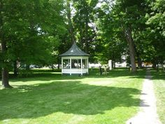 Weston Vermont village green: http://visitingnewengland.com/vermont-country-store-weston.html