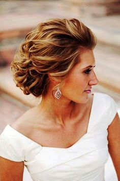 Simple But Beautiful Hairstyles For Wedding Guests 11