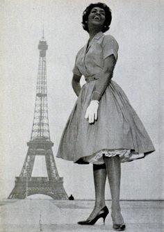 MODEL HELEN WILLIAMS IN PARIS, 1960
