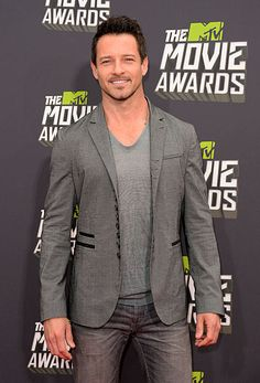 Ian Bohen of MTVs Teen Wolf on the red carpet at the 2013 MTV Movie Awards.