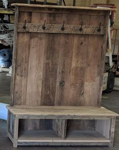 Diy Wooden Projects, Barn Wood Projects, Wooden Diy, Rustic Wood Furniture, Custom Furniture, Built In Shelves Living Room, Pallet Shed, Rustic Home Design, Distressed Painting