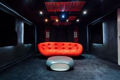 Top 70 Best Home Theater Seating Ideas - Movie Room Designs Home Theater Room Design, Home Cinema Room, Best Home Theater, Home Theater Rooms, Basement Bar Designs, Home Bar Designs, Basement Ideas, Home Cinema Seating, Cinema Seats