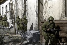Russian soldiers fighting in the ruins of Stalingrad