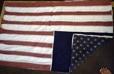 With this free quilt pattern make an American flag rag quilt to decorate for the of July and summer. Rag quilts are easy and fun to make! Flannel Rag Quilts, Baby Flannel, Baby Rag Quilts, Denim Quilt Patterns, Quilt Patterns Free, Free Pattern, Antique Quilts, Vintage Quilts, Flag Quilt