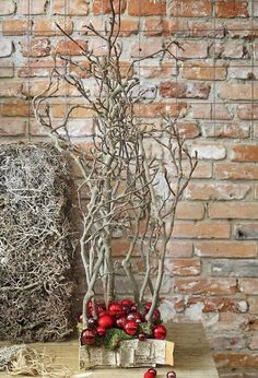 This would make a nice centerpiece, with smaller branches of course! 35 Awesome Traditional Christmas Tree Alternatives