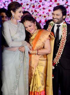 Arch rivals of the Sridevi and Jaya Prada finally end their cold war - Yahoo Celebrity India Sari Blouse Designs, Saree Blouse Patterns, Bollywood Designer Sarees, Bollywood Fashion, Kaftan, Saree Hairstyles, Saree Trends, Saree Models, Elegant Saree