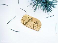 mountain brooch by kontorasisters