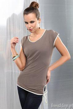 Wygodna #tunika w kolorze cappuccino o prostym kroju w jednolitym kolorze urozmaicona kontrastującą lamówką w kolorze ecru, która nadaje bluzce niezwykły charakter. Z wiązaniami po bokach. Elastyczny, bardzo przyjemny w dotyku #material ładnie dopasowuje się do sylwetki.... #Tuniki - http://bmsklep.pl/enny-1341