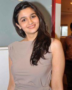 Alia Bhatt hot look #AliaBhatt #Bollywood