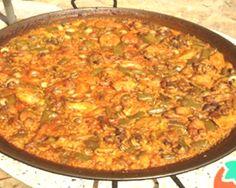 Paella valenciana de pollo, conejo y caracoles