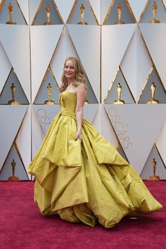 Leslie Mann arrives at The 89th Oscars®. #Oscars #Oscars2017 #redcarpet #fashion #style #4ChionStyle #glam