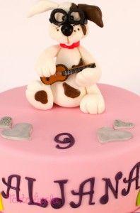 Kuža igra kitaro #zadeklice #pinkcake #dog #torta